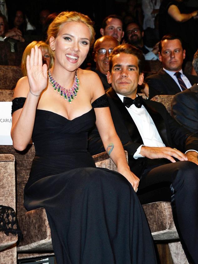 scarlett johansson romain dauriac couple engaged_raannt
