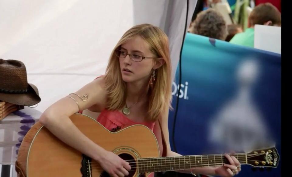 Helena Hunt Chasing Nashville_raannt