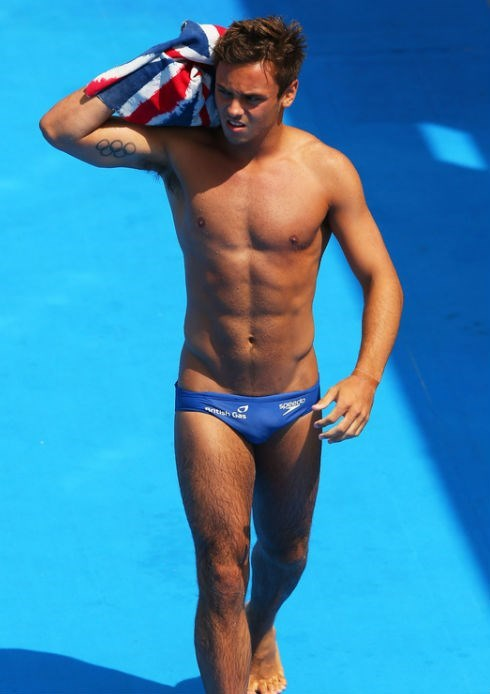 tom daley swimsuit sexy 1_raannt