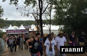 Dreamvillers make their way into the TomorrowWorld grounds